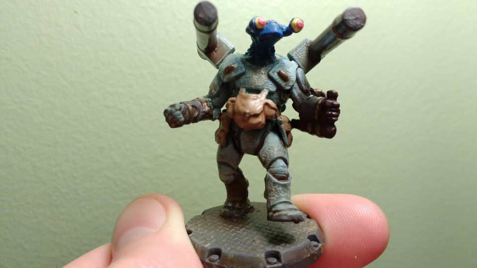 Front of a painted Dust Tactics NCO commander with an alien head.