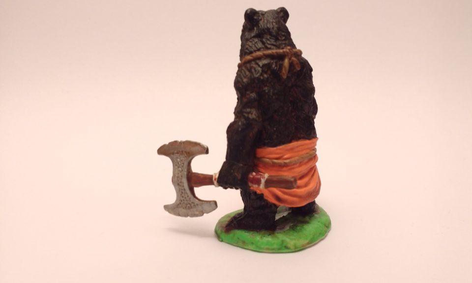 Werebear miniature from Reaper in Photobox Side